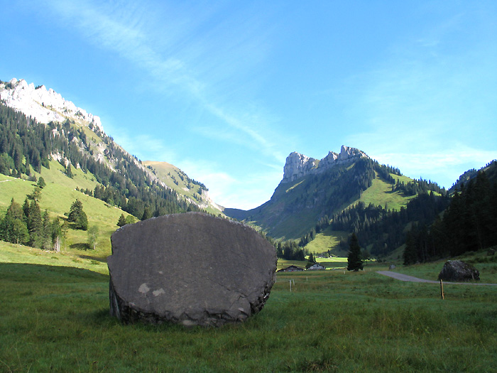 The Justis Valley - behind the Niederhorn / Photo: Fritz Bieri